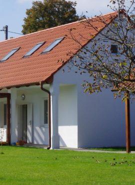 _strecha_ vhodne použitá škridla pri obnove vidieckeho domu